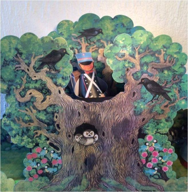 Karen K Fyrtøjet træ soldat
