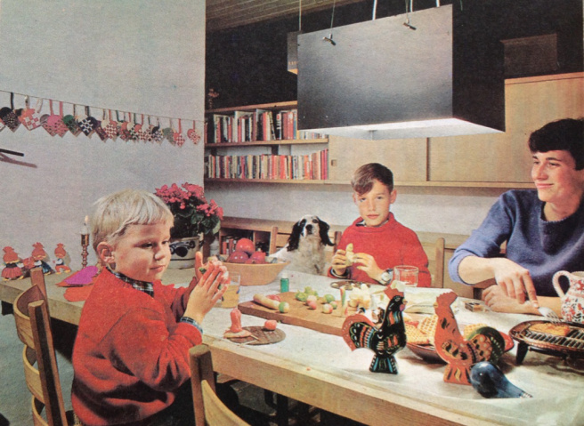 karen-k-familie-i-spisestuen.jpg
